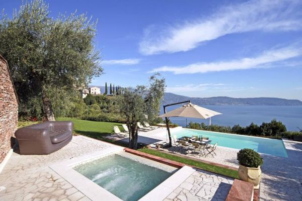 Selve de luxe SP villa with pool